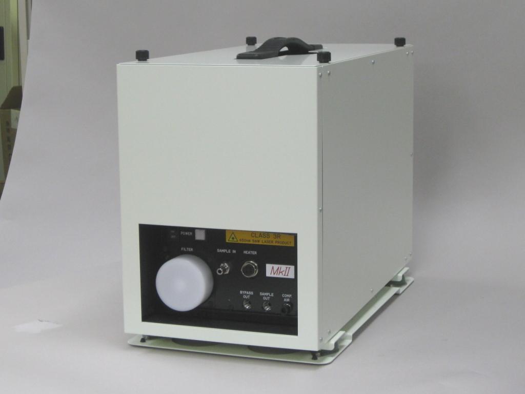 保温BOXと防振台装着時の外観